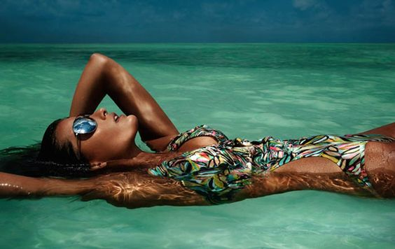 beach-style-fashion-isabeli-fontana-for-HM-beach-sensation-spring-summer-2012-campaign (4)