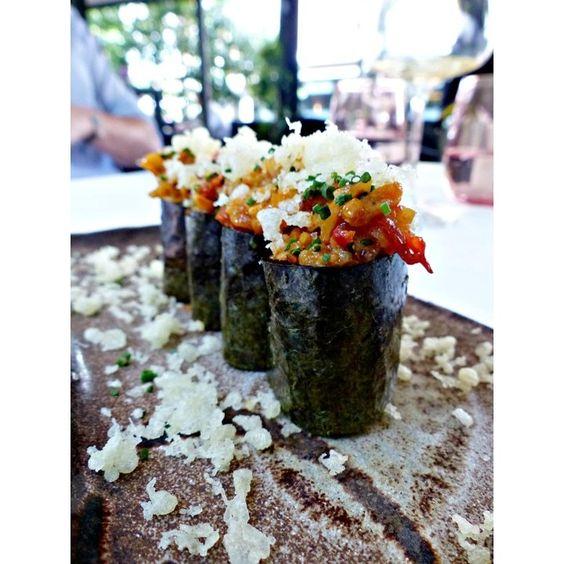 Este Gunkan picante de calamar en tempura es el plato perfecto para los amantes de los sabores más intensos.  #Shikku #ShikkuMadrid #tataki #restaurantesmadrid by shikkujapones