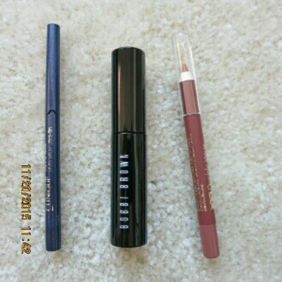 Bobbi brown mascara, clinique, esteelauder 3pc bun Never opened new. Purchased in Nov 2015 on bobbibrown website. All travel size. 1.bobbi brown Mini smiky eye mascara 2.estee lauder double wear lip pencil liner in 08 spice  3 . clinique skinny-jeans eyeliner. travel size. No trade. Price firm. Add to bundle and get 15 % discount automatically. Bobbi Brown Makeup