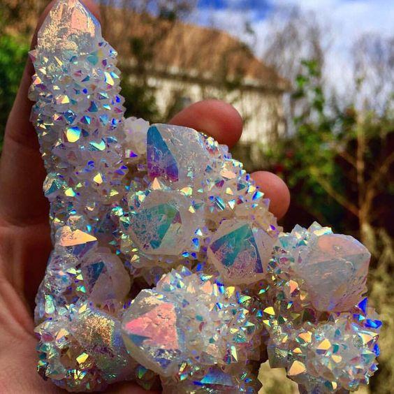 "@crystal.tribe auf Instagram: ""In love with this gorgeous Angel Aura Spirit Quartz cluster  photo via @crystalwooood """