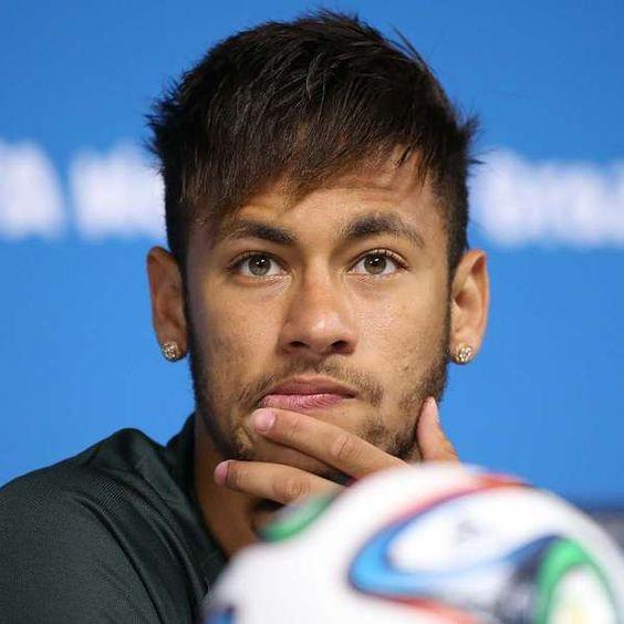 """Após agradecer mensagens de políticos e torcedores, Felipão diz em tom ufanista: """"chegou a hora, vamos todos juntos, é o nosso Mundial"""". Neymar se emociona.  http://esportes.terra.com.br/futebol/copa-2014/felipao-arrepia-neymar-com-discurso-de-chegou-a-hora,8f857975c3c86410VgnVCM20000099cceb0aRCRD.html"""