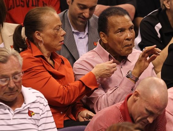 Ali & wife Lonnie taking in some hoops action in Phoenix