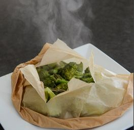 Des légumes vapeurs sans étuveuse Il suffit de couper et de rincer vos légumes avant de les placer sur du papier parchemin. Scellez le tout et mettez au four pendant 20 à 30 minutes et voilà!  #ameublementblouin #quebec.huffingtonpost.ca