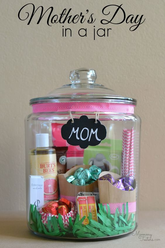 How cute is this mother's day in a jar. Fill with your mums favorite treats. You could even hide a day out card in there and take your mum somewhere great for mother's day