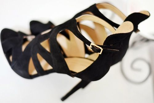 Image via We Heart It https://weheartit.com/entry/65554730 #black #fashion #shoes #shoesheelspumps