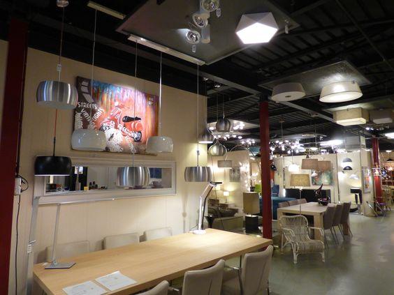 Showroom winkel interieur verlichting . Hanglampen , vloerlampen ...