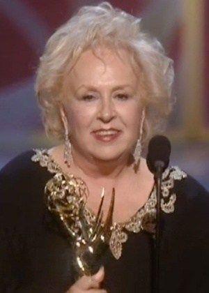 Morre aos 90 anos a atriz Doris Roberts, vencedora de cinco Emmys #Ator, #Atriz, #Filme, #Friends, #M, #Morre, #Morreu, #Morte, #Tv http://popzone.tv/2016/04/morre-aos-90-anos-a-atriz-doris-roberts-vencedora-de-cinco-emmys.html