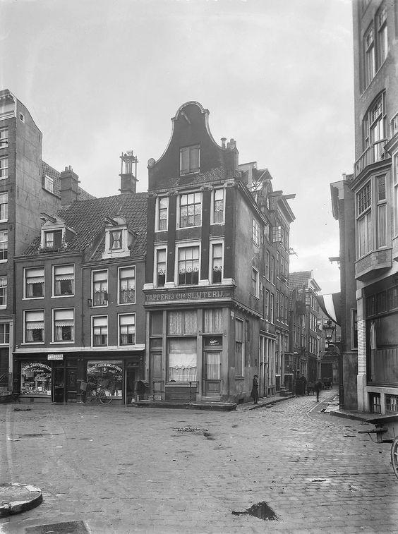 Amsterdam: Oude Kerkplein 50; Overzicht voorgevels