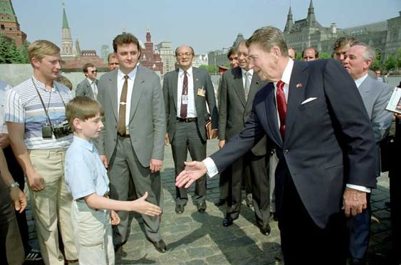 Putin acting as a tourist during President Reagan's visit to Red Square, 1988