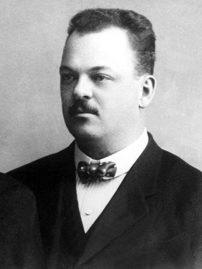 Gideon Sundback (1880 - 1954) ♦ Swedish-American electrical engineer, who is most commonly associated with his work in the development of the zipper.
