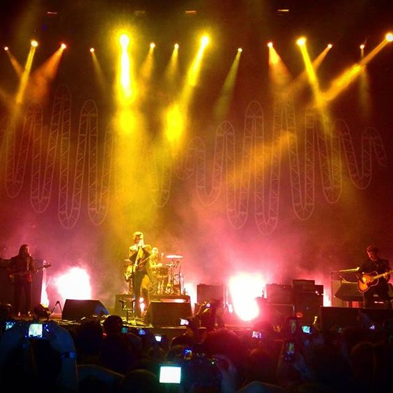 davidcesarino/2016/09/08 07:34:52/Old picture of #ArcticMonkeys playing in #Rio.  #concert #show #am #hsbcarena #android #mobile #nexus #nexus5 #RioDeJaneiro #light #AlexTurner #stage #🎸 #🎶 #music