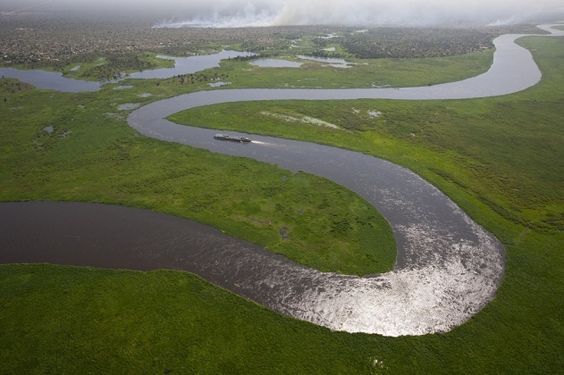 YannArthusBertrand2.org - Fond d écran gratuit à télécharger || Download free wallpaper - Barge sur le Nil Blanc près de Bor, état de Jonglei, Soudan du Sud (6°11' N - 31°33' E).