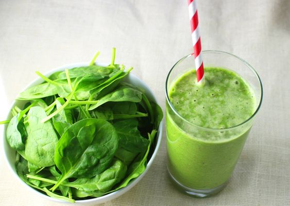 GREEN SMOOTIE, WITH APPLE SPINASH FLAXSEED AND GIGNER