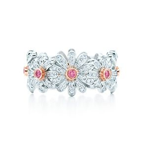 Jean Schlumberger Daisy ring in platinum with Fancy Vivid Pink diamonds.