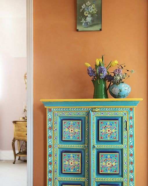 Chalk paint decorative paint by annie sloan on walls for How to paint a wall with chalk paint