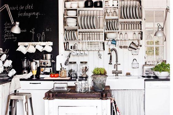 Muitos estilos, uma casa só. Veja: https://casadevalentina.com.br/blog/detalhes/muitos-estilos,-uma-casa-so-2791 #decor #decoracao #interior #design #casa #home #house #idea #ideia #detalhes #details #style #estilo #casadevalentina #kitchen #cozinha