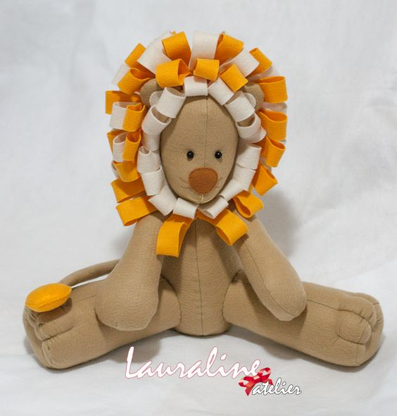 Leão Decorativo - 42cm #feltlion #leãodefeltro #feltro #felt #lauralineatelier