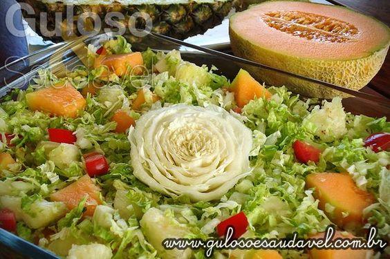 Quer uma sugestão refrescante para o #almoço? A Salada de Abacaxi com Acelga e Melão é nutritiva, simples e rápida de fazer!  #Receita aqui: http://www.gulosoesaudavel.com.br/2012/05/21/salada-de-abacaxi-com-acelga-e-melao/