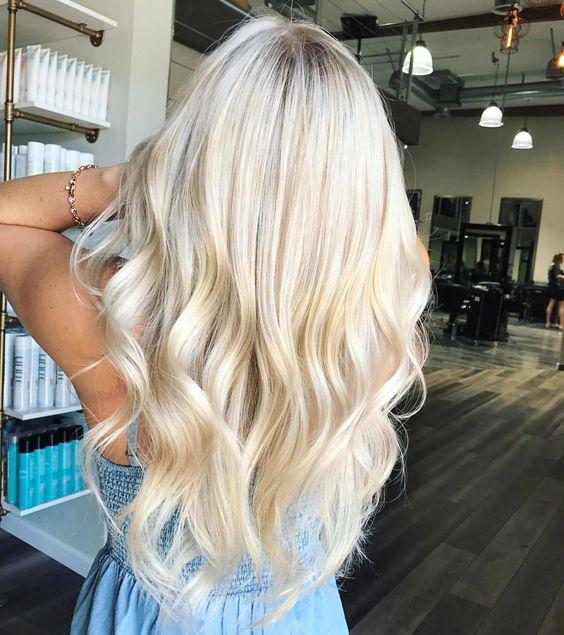 warna rambut pirang cerah