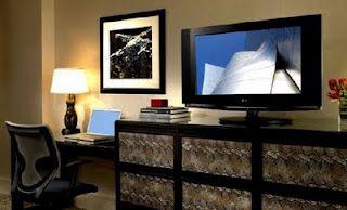 #Tecnología para #Hoteles, cómo marcar la diferencia en el #Turismo  Algo que todo hotel tiene que tener en cuenta hoy en día es una clara apuesta por la tecnología. Es esencial ofrecer un abanico de dispositivos que hagan más agradable la estancia al cliente, sobre todo si se trata de una persona de negocios. En este artículo se habla de lo que no debería faltar en ningún hotel ¿qué opinas? ¿añadirías algo más?