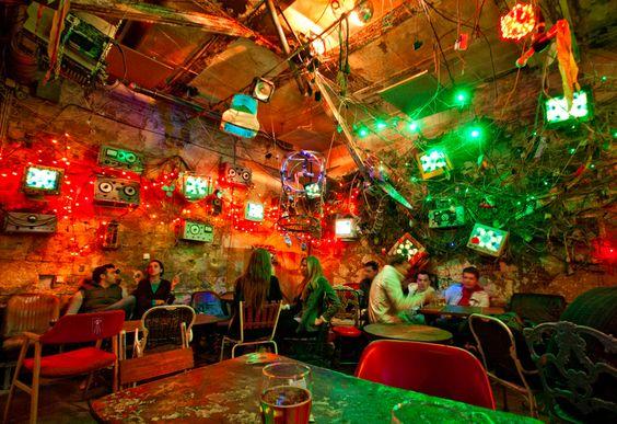 Bizarre Cafe 90