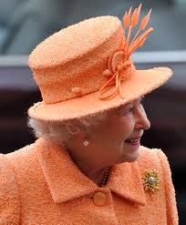 Queen Elizabeth always coordinated with tres chic hat . . .