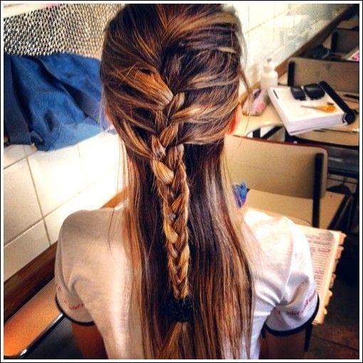 Lassige Feminine French Braid Fur Langes Haar Fur Frauen Com Beliebtefrisuren Long Hair Styles Braids For Long Hair French Braid