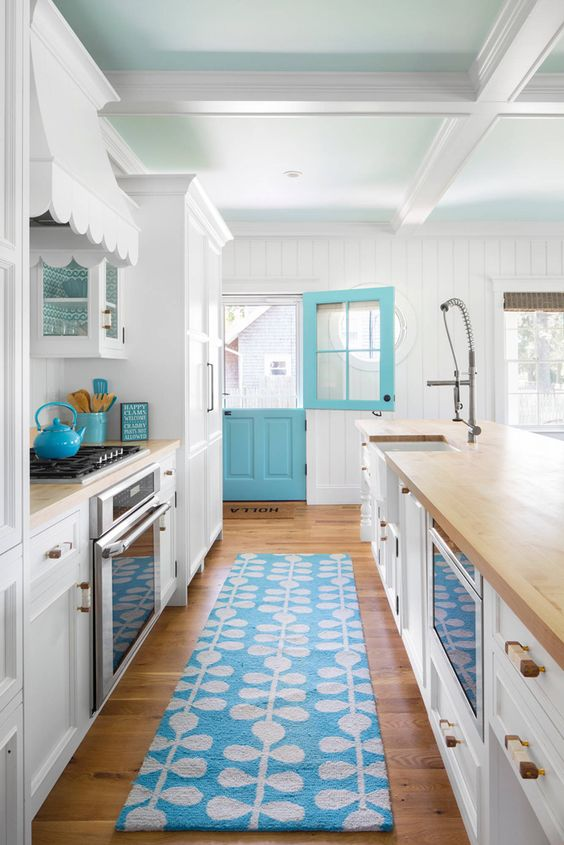 Turqoise Kitchen: Turquoise And White Beach House Kitchen