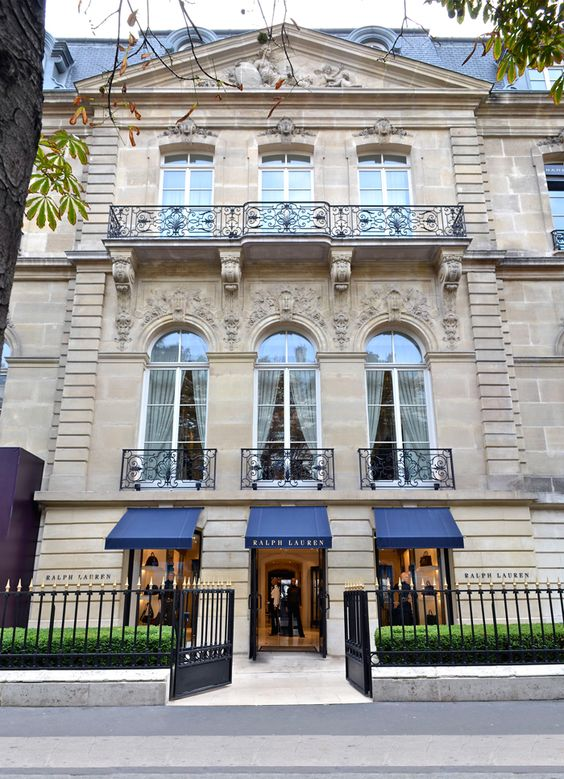 ralph s world in paris our montaigne store in paris reflects the rich heritage and tradition of. Black Bedroom Furniture Sets. Home Design Ideas