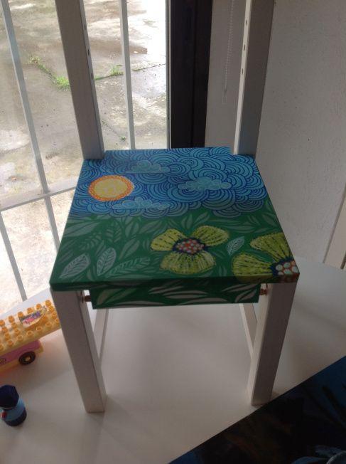 Silla infantil de madera pintada a mano por la jirafa for La valenziana muebles ninos