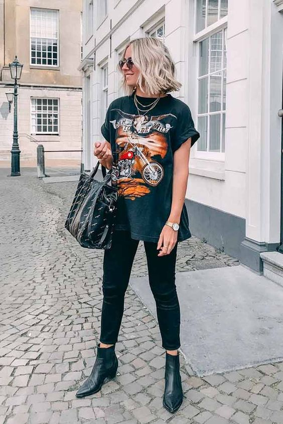 Grunge Style With Black Jeans And Boyfriend T-Shirt #grungestyle  ★ How to wear skinny, high waisted or ripped black jeans in different outfits for work or going out. #blackjeans #blackjeansoutfits #outfits #outfitideas #summeroutfits #glaminati #lifestyle