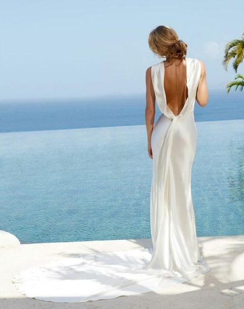 Today's roundup is right what you need if you are a tropical bride, I've prepared a whole bunch of adorable tropical bridal looks. As it's usually hot in tropics ...