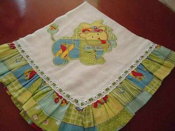 Manta de fralda para bebê, bordado com aplicação em tecido 100% algodão e passa fita. R$ 38,50