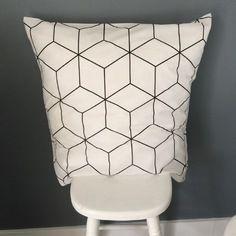 Housse de coussin 60x60 style scandinave noir et blanc
