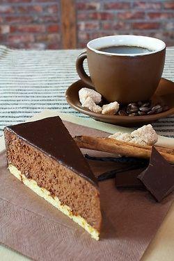 Café  i  pastís  de  xocolate.    M.Carme.