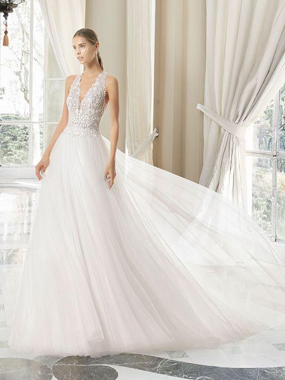 Romantisches Brautkleid Mit Spitzenapplikationen Auf Dem Oberteil Raffinierter Ruckenansicht Und Abnehmbarem Uberrock Kleid Hochzeit Brautkleid Braut