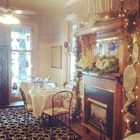 Magical Christmas Display In Victorian Style B B Amethyst Inn In