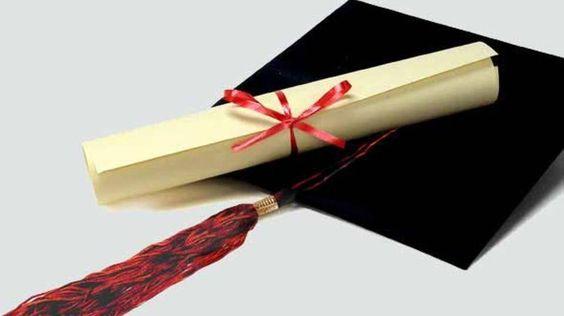 E muito menos doutorado. Lei em vigor determina que concursos de universidades federais exijam apenas ensino superior. Após pressão, governo promete mudanças