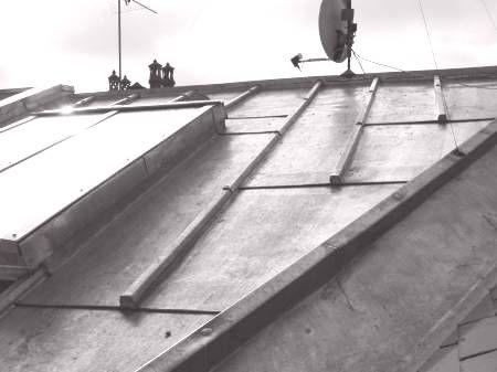 Noue à crémaillère sur toiture zinc posé entre tasseaux
