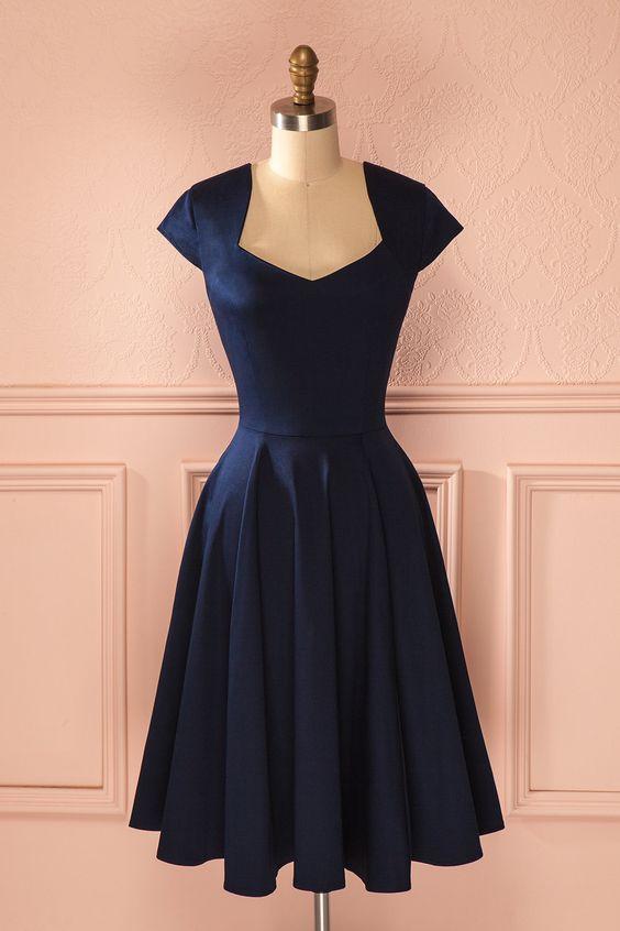 Très jolie robe style années 50... (voir d'autres modèles sur la page)