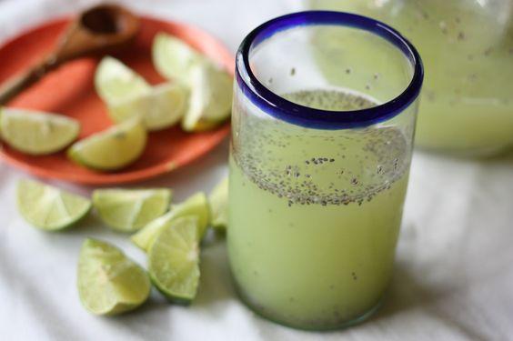 Fresca agua de tuna con limón verde y chia