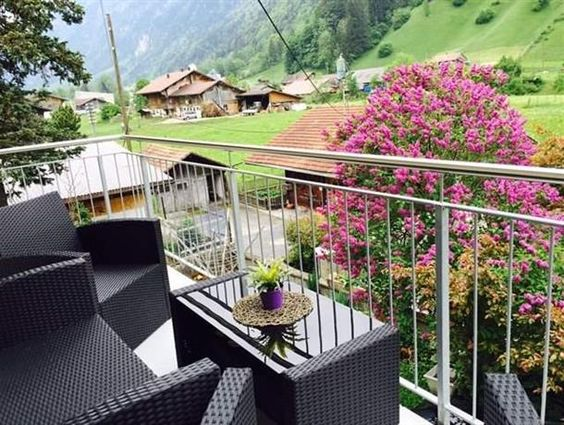4-Zi-Dachwohnung, ruhige Lage und grosser Balkon