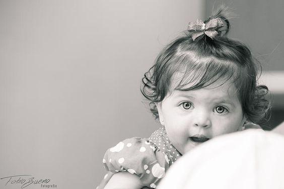 E estes lindos olhinhos azuis estão chegando para nos encantar em nossa Página... A pequena Júlia Santana, em seu primeiro aniversário, esbanjou beleza e alegria, com seus pais, familiares e amigos! E nós tivemos o privilégio de participar deste momento único, com fotografias lindas e únicas!  Fotos de Fabio Bueno Fotografia © Todos os Direitos Reservados