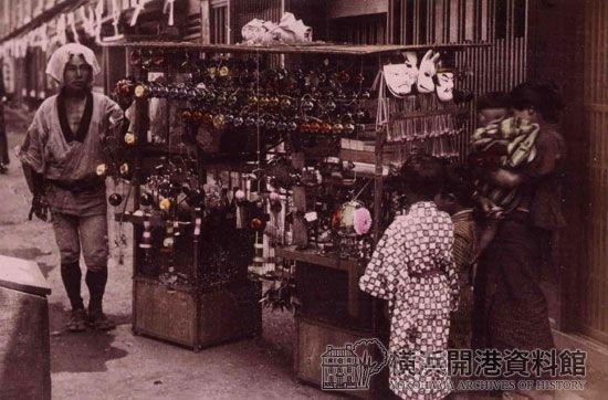 明治時代の、おもちゃ売り。 / #MIZUworld