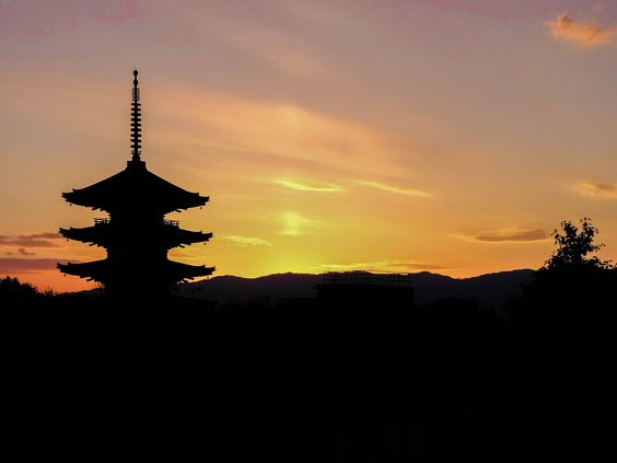 So while I was admiring the sunset near the Gion district I was mesmerized by the scene, this is the Yasaka Pagoda in Kyoto seen from up the hill - Japan
