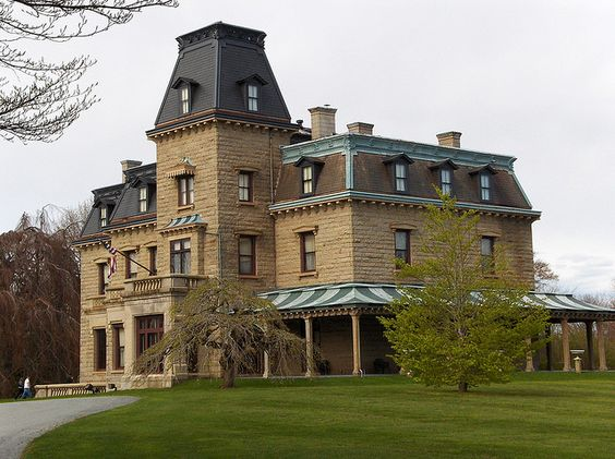 Newport rhode island mansions built to impress for Rhode island home builders