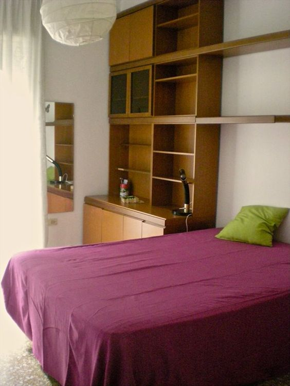 ciao ho due stanze matrimoniali uso singole in appartamento con un altro ragazzo. una stanza ha il balcone l'atra no.…