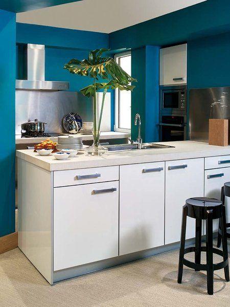 una casa con intensos toques de color marte casa y colores