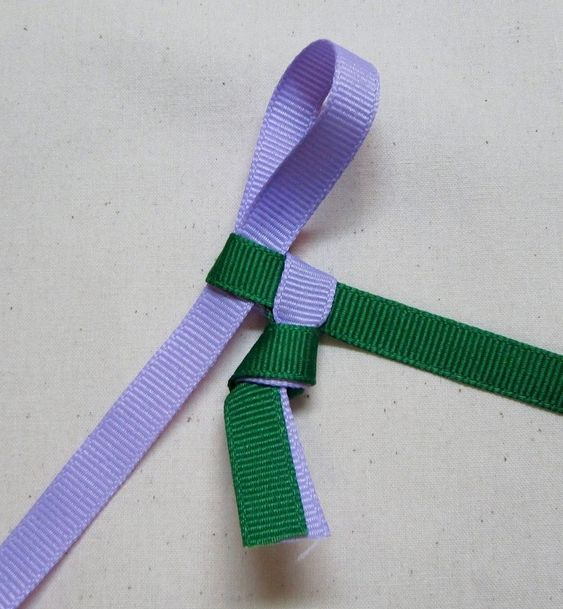 How to braid a necklace. Hawai'ian Ribbon Lei - Step 4