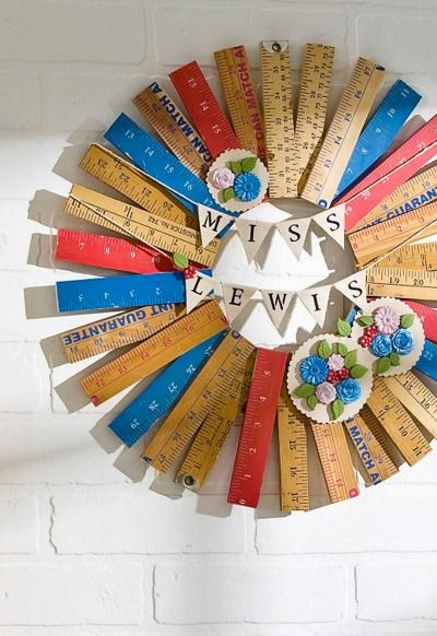 Teacher Ruler Wreath: An easy and stylish way to teach your students the classroom rules and keep them hanging up.
